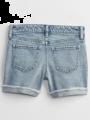 מכנסי ג'ינס קצרים בשטיפה בהירה עם סיומת קיפול / בנותמכנסי ג'ינס קצרים בשטיפה בהירה עם סיומת קיפול / בנות של GAP image №2