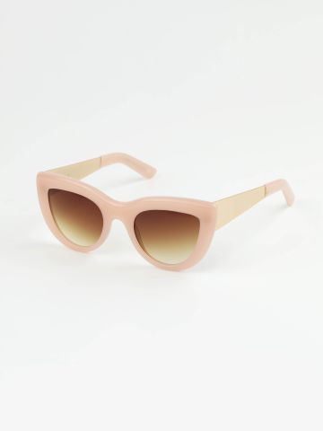 משקפי שמש עיני חתול עם מסגרת פלסטיק עבה של TERMINAL X