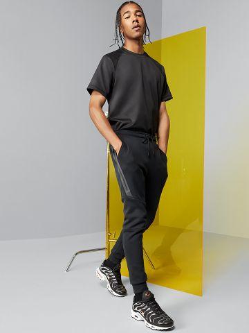 מכנסי טרנינג עם עם גימורי תפרים בולטים Tech Fleece של NIKE