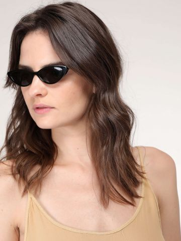 משקפי שמש צרים בסגנון עיני חתול Gigi Hadid של vogue eyewear