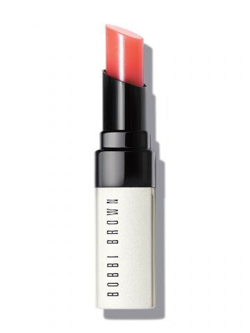 שפתון לחות עם גוון Lip Tint של BOBBI BROWN