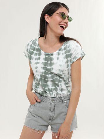ג'ינס קצר עם שוליים פרומים של WRANGLER
