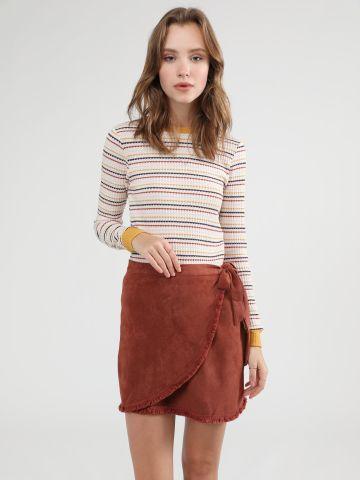 חצאית מיני זמש בסגנון מעטפת של YANGA