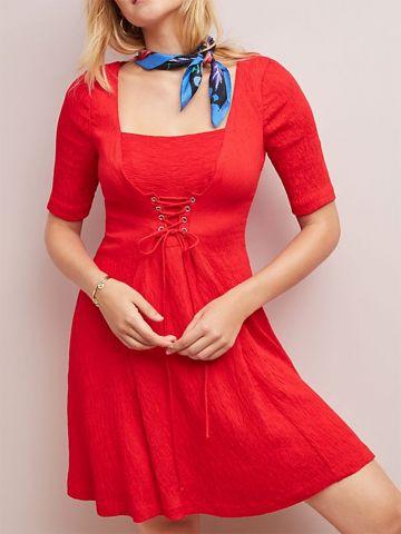 שמלת קרפ מיני עם קשירת איקסים ושרוולי 3/4 Maeve של ANTHROPOLOGIE