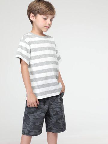 מכנסיים קצרים בהדפס קמופלאז' של UNIQLO