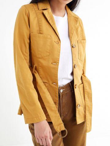 ג'קט עם חגורת מותן UO של URBAN OUTFITTERS