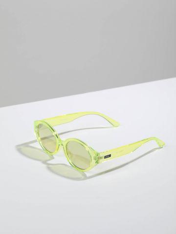 משקפי שמש אובליים עם מסגרת פלסטיק Phoenix של TERMINAL X