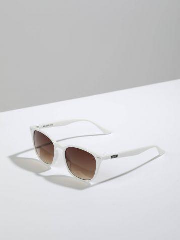 משקפי שמש מלבניים עם מסגרת פלסטיק Brussels של TERMINAL X