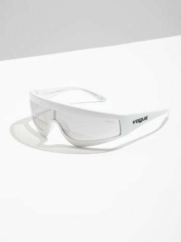 משקפי שמש Visor אומברה Gigi Hadid של vogue eyewear