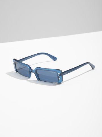משקפי שמש מלבניים עם מסגרת משובצת Gigi Hadid של vogue eyewear