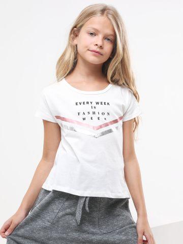 טי שירט עם הדפס כיתוב ופתח בגב / בנות של FOX