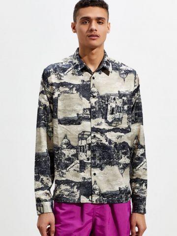 חולצה מכופתרת סאטן בהדפס מבנים של URBAN OUTFITTERS