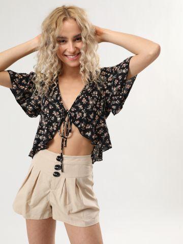 מכנסיים קצרים עם כפתורים אובליים של YANGA