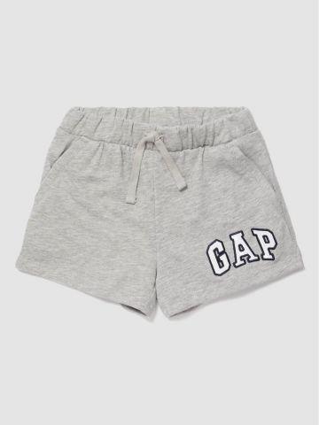 מכנסי טרנינג קצרים לוגו / בנות של GAP