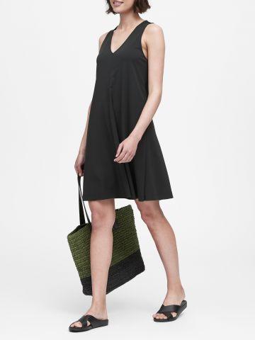 שמלת מיני עם מפתח וי של BANANA REPUBLIC
