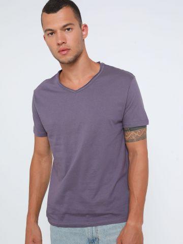 חולצת בייסיק וי של FOX