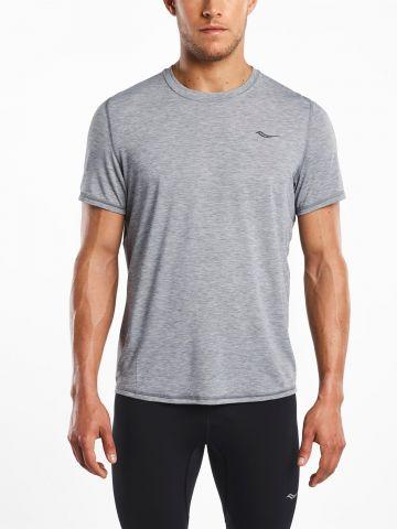 חולצת ריצה עם לוגו של SAUCONY
