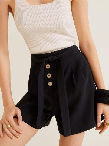מכנסיים קצרים בגזרה גבוהה עם חגורת קשירה של MANGO