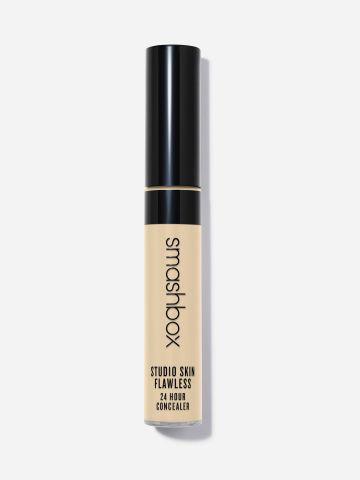 קונסילר עמיד ל-24 שעות Studio Skin של SMASHBOX