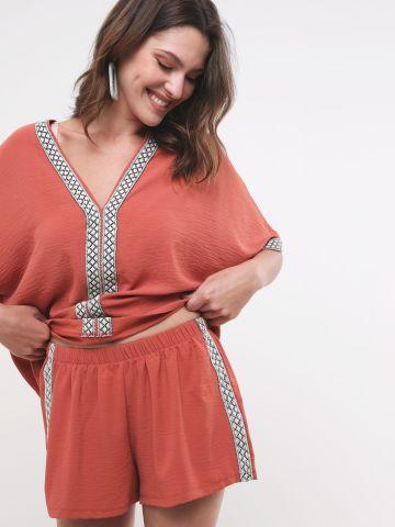 מכנסיים קצרים עם עיטור רקמה של YANGA