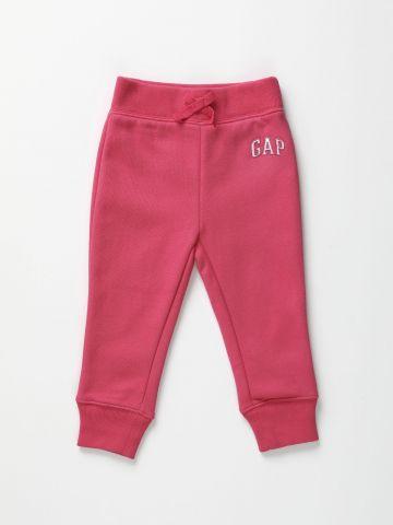 מכנסי טרנינג ארוכים עם רקמת לוגו / 12M-5Y של GAP