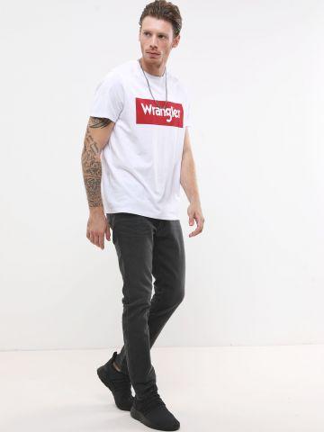 ג'ינס בשטיפה כהה Slim-fit של WRANGLER