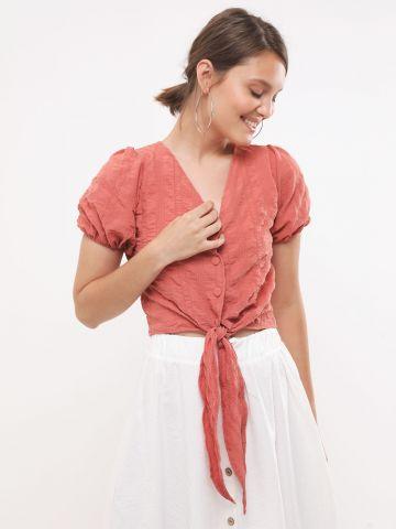 חולצת קרופ קשירה עם כפתורים של YANGA
