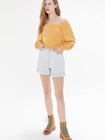 חולצת קרופ אוף שולדרס UO של URBAN OUTFITTERS