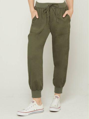 מכנסיים ארוכים עם שרוך וכיסים של GAP