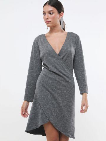 שמלת מיני מעטפת וי של YANGA