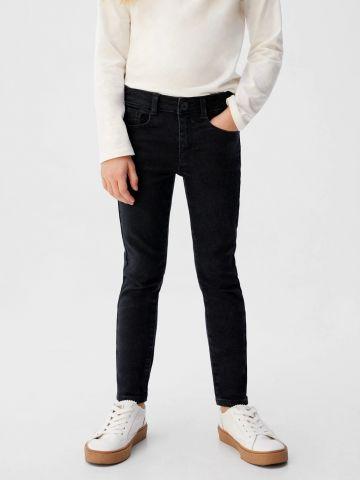 ג'ינס סקיני בגזרה ישרה של MANGO