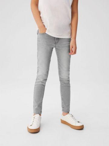 ג'ינס סקיני בגזרה ישרה עם הבהרה של MANGO