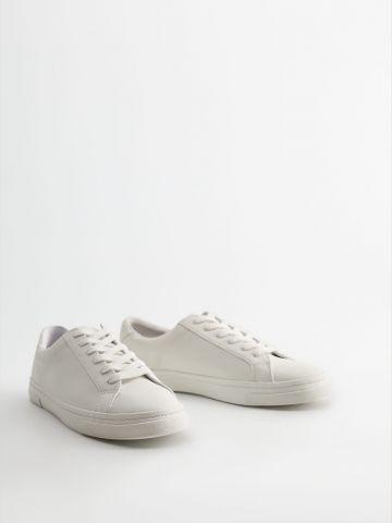 נעלי סניקרס בייסיק דמוי עור / נשים של MANGO
