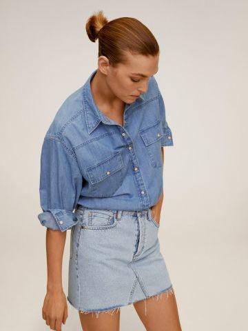 חצאית ג'ינס עם סיומת פרומה של MANGO