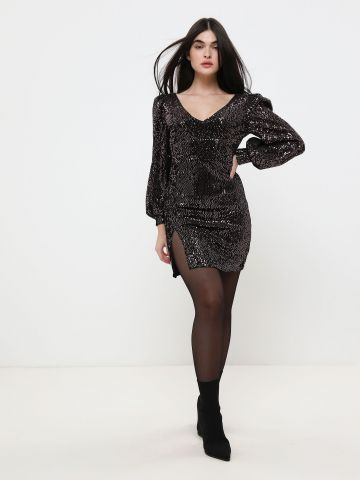 שמלת פאייטים מיני עם שסע עמוק X שושיין של YANGA