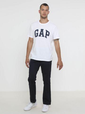 מכנסי צ'ינו בגזרה ישרה של GAP