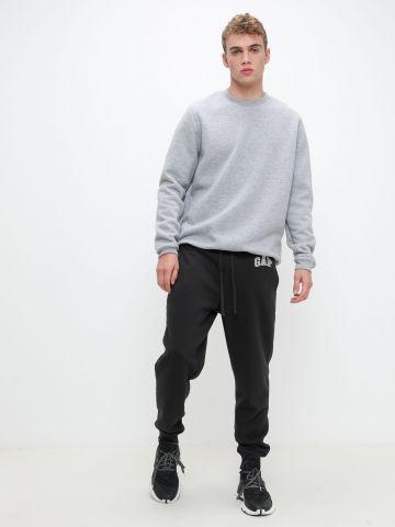 מכנסי טרנינג עם רקמת לוגו של GAP