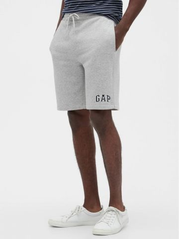 מכנסי טרנינג קצרים עם רקמת לוגו של GAP