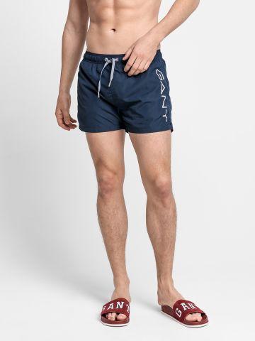מכנסי בגד ים קצרים עם לוגו של GANT