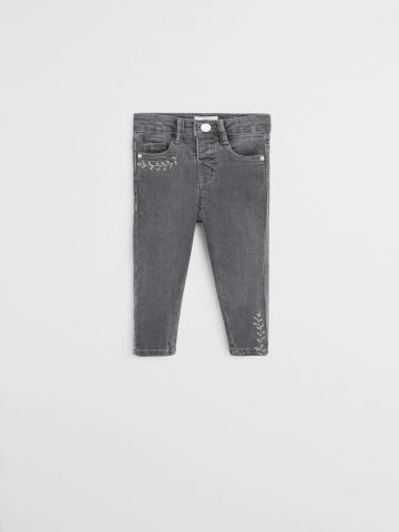 ג'ינס עם רקמת פרחים \ 9M-4Y של MANGO