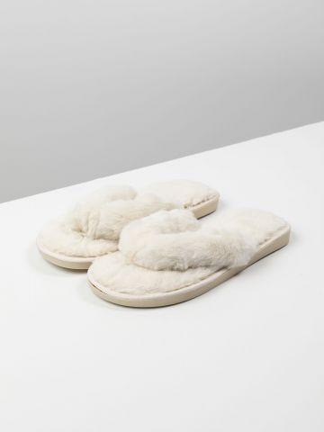 נעלי בית אצבע דמוי פרווה של TERMINAL X