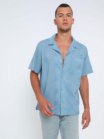 חולצה מכופתרת עם עיטורי רקמה UO / גברים של URBAN OUTFITTERS