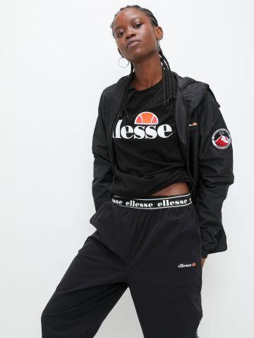 ג'קט רוח עם לוגו של ELLESSE