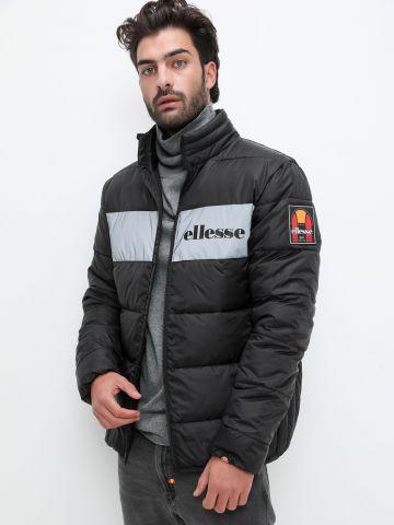 מעיל קווילט עם פאנל לוגו זוהר בחושך של ELLESSE