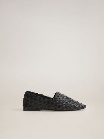 נעלי עור מוקסין קלועות של MANGO