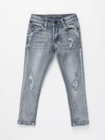 ג'ינס בגזרת סקיני עם קרעים / בנים של AMERICAN EAGLE