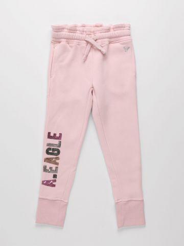 מכנסי טרנינג עם רקמת לוגו בשילוב פייטים / בנות של AMERICAN EAGLE