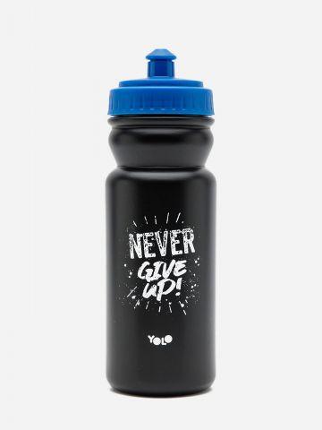 בקבוק שתייה Never Give Up של YOLO