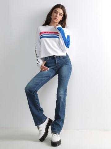ג'ינס עם סיומת מתרחבת של GUESS