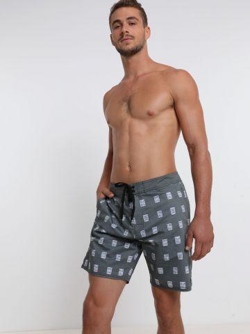 מכנסי בורדשורטס בהדפס של RVCA